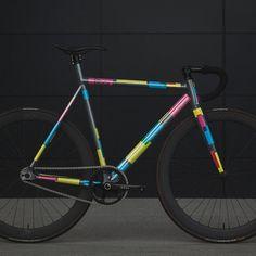 Beautiful colour scheme on this bike, love a flair bike! @8barbikes || #colour #fixationlondon #backonthebike