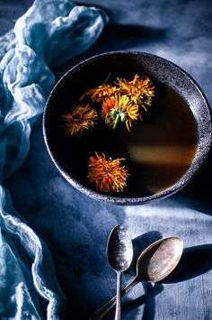 An immune boosting anti-inflammatory mushroom broth recipe packed with healing herbs plants spices and flowers. Easy to make vegan and nutrient-dense! Milk Recipes, Vegan Recipes Easy, Whole Food Recipes, Soup Recipes, Dandelion Recipes, Mushroom Broth, Mountain Rose Herbs, Winter Food, Winter Meals