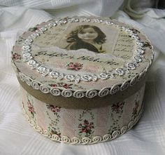 i LOVE this lovely box! Shabby Chic Crafts, Vintage Crafts, Vintage Shabby Chic, Altered Cigar Boxes, Altered Tins, Altered Art, Manualidades Shabby Chic, Shabby Boxes, Decoupage Box