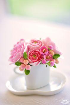 Amazingly lifelike sugar flowers, cakes and pastries decorations Cold Porcelain Flowers, Ceramic Flowers, Clay Flowers, Sugar Flowers, Flowers Nature, My Flower, Beautiful Flowers, Beautiful Flower Arrangements, Floral Arrangements