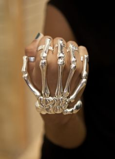 Skeleton brass knuckles. I want these.