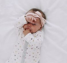 this is too precious, baby love, little one, sleeping, baby photography Little Babies, Little Ones, Cute Babies, Book Bebe, Foto Baby, Baby Kind, Baby Baby, Baby Girls, Cute Baby Girl