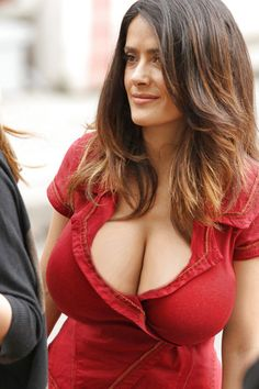 Salma's boobs look amazing in that red dress. That cleavage is DEEP.