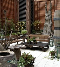make these walls fence/screening & this becomes a great porch/deck/patio setting -- lobby, Crosby Street Hotel, NY Outdoor Rooms, Outdoor Gardens, Indoor Outdoor, Outdoor Living, Outdoor Decor, Outdoor Seating, Patio Interior, Interior And Exterior, Interior Design