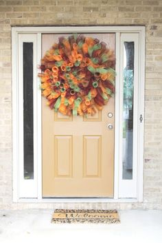 this curly deco mesh wreath is so cute and so easy to DIY!  :)
