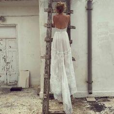 robe de mariée simple et chic à fines bretelles, vision décontractée et bohème
