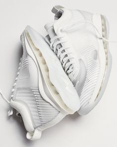 Menswear designer John Elliott teams up with Nike and LeBron James on a new lifestyle silhouette dubbed the Icon Nike Lebron, New Sneakers, Air Max Sneakers, Sneakers Nike, James White, Shoes Photo, Latest Shoe Trends, Sport, Lebron James