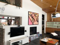 Corno - Home Decor  #Corno #HomeDecor #Painting #Peinture #ArtGallery #GalerieDArt #Quebec Galerie D'art, Quebec, Decoration, Flat Screen, Paintings, Home Decor, Virtual Tour, Toile, Home