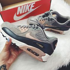 Women's Nike Air Max 90 Leather Brand new with the box but no lid. - Women's Nike Air Max 90 Leather Brand new with the box but no lid. Super high demand, Sold out ! Crazy Shoes, Me Too Shoes, Cute Shoes, Casual Sneakers, Air Max Sneakers, Sneakers Nike, Nike Air Max For Women, Nike Women, Airmax Thea