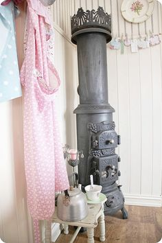 From Heart Handmade.  Love this little stove.