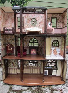 Custom Barbie's Dream House - They removed the elevator and extended the left side of the house.