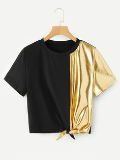 To find out about the Knot Side Contrast Metallic Tee at SHEIN, part of our latest T-Shirts ready to shop online today! Teen Fashion Outfits, Stylish Outfits, Girl Outfits, Fashion Shirts, Fashion Clothes, Metallic Tees, Jugend Mode Outfits, Crop Top Outfits, Kawaii Clothes