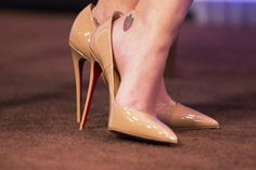 super-hq of louboutin 'so kate 120' on the feet of katy perry. #shoeporn #actionshot