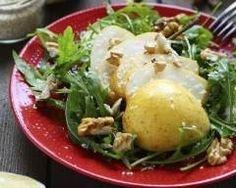 Salade aux poires et aux noix : http://www.cuisineaz.com/recettes/salade-aux-poires-et-aux-noix-67158.aspx