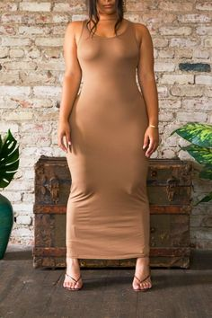 The Body Dress is all-in-one dress that can be styled in multiple ways. Light and effortless, a versatile dress that embodies self-confidence. The wonderfully soft fabric steals the show as it highlights every single curve. Available colors: Naked, Black, Ruby and Pepper Gray. Fabric: ultimate stretch, delicate wash. Size: SM - 3X. Tall Babes size up. Dress length: 55 inches measured from size medium.  Curvy Girl Outfits, Curvy Women Fashion, Plus Size Fashion, Date Night Outfit Curvy, Femmes Les Plus Sexy, The Dress, Gorgeous Women, Sexy Dresses, Beauty Women