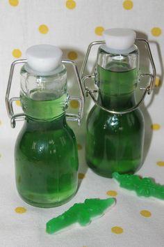 Un p'tit sirop tout vert qu'adorent les enfants ! En plus, avec des crocodiles, il a du style !! Saviez-vous que nos crocodiles verts avaient le goût de poire ?? ingrédients pour environ 250ml de sirop : 100grs de sucre 125ml d'eau de source Un peu de...