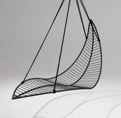 MODERN SWING CAHIRS | Leaf hanging swing chair by Studio Stirling | Garden chairs| www.bocadolobo.com/ #modernchairs #chairideas