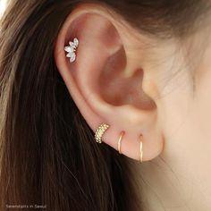 Rose Gold Bar earrings in Rose Gold fill, rose gold bar studs, gold bar post earrings, minimalist jewelry - Fine Jewelry Ideas Gold Bar Earrings, Emerald Earrings, Crystal Earrings, Piercing Face, Ear Piercings, Tragus Piercing Jewelry, Minimalist Jewelry, Diamond Studs, Baguette
