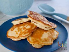 Delicious 5 ingredient pineapple pikelets (mini pancakes) that are perfect for the lunchbox and freezer friendly. Kidfriendly and so very yummy! Snacks To Make, Easy Snacks, Yummy Snacks, Yummy Food, Healthy Snacks, Healthy Kids, Fun Food, Lunch Box Recipes, Lunch Snacks
