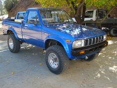 1983 Toyota Pickup 4X4, I had a red 4x4 '79 with round headlights and somehow, a 5 speed and a full floating rear end that the line card identified as a 1-ton...