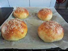 Herkkuja leipomassa: Hampurilaissämpylät/ Hamburger Buns Hamburger Buns, Bread, Food, Burger Buns, Meals, Breads, Bakeries, Yemek, Patisserie