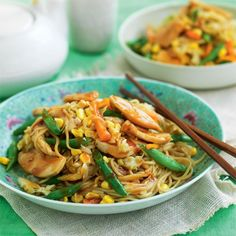 Celebrate Chinese New Year the healthy way! Instead of greasy, high in fat or sugary sauces, try some of our delicious healthy Chinese options. Stir Fry Honey Chicken, Sweet Sour Chicken, Honey Garlic Chicken, Fried Chicken, Sweet Potato, Healthy Chinese Recipes, Healthy Recipes, Veggie Recipes, Diet Recipes