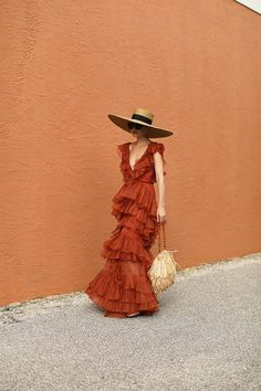 travel girl Blair Eadie wearing a Johanna Ortiz dress, Eric Javits hat, and carrying a Carolina Santo Domingo straw bag // Click through for more dress outfits and resort looks Mode Outfits, Fashion Outfits, Dress Outfits, Maxi Dresses, Casual Dresses, Sparkly Dresses, 80s Dress, Dance Dresses, Fasion
