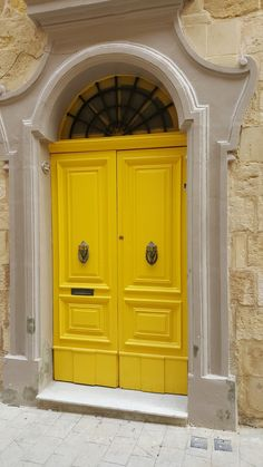 front door paint colors - Want a quick makeover? Paint your front door a different color. Here's some inspiration for you. Front Door Paint Colors, Painted Front Doors, Malta, Apple Wallpaper Iphone, Iphone Wallpapers, Apple Iphone, Yellow Doors, Mellow Yellow, Mustard Yellow