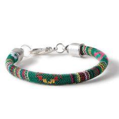 Armband mit Atztek Kordel aus Baumwolle und Endkappen für Bänder mit Durchmesser 6 mm. Alle Materialien sind bei Glücksfieber erhältlich.