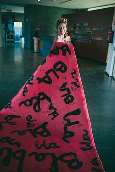 VioletaAndco, la Blabla alfombra roja, para pisar fuerte en el lanzamiento! Fashion Design, Red Carpet, Strong, Rugs, Store, Red