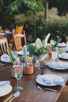 15 Succulent Wedding Décor Ideas for a Desert-Chic Vibe - If you prefer natural greenery to colorful flowers, try adding some succulent wedding decor to your big day. cactus wedding decor centerpiece outdoor {Katie Pritchard Photography} Cactus Centerpiece, Centerpiece Decorations, Wedding Centerpieces, Wedding Decorations, Succulent Favors, Succulent Bouquet, Succulent Pots, Succulent Table Decor, Purple Succulents