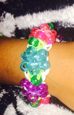 Rainbow loom flower bracelet -Starburst pattern with beads