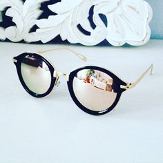 R est LE produit de l'été 2016 : forme ronde, verres miroirs, c'… Summer.R is the product of the summer of round shape, mirrored lenses, it is the trend of the summer. Cool Sunglasses, Ray Ban Sunglasses, Sunglasses Women, Mirrored Sunglasses, Lunette Ray Ban, Lunette Style, Jewelry Accessories, Fashion Accessories, Fashion Eye Glasses