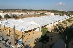 Desde eldía1 de octubre ha comenzado el montaje del recinto Ferial deBonares con mas de 8.000 m2 de carpas para un total de 150 módulos o casetas particulares, que culminará para la celebración de las Fiestas Patronales en honor de Santa María Salomé del 19 al 23 de octubre.
