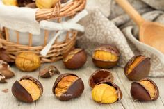 castagne al forno Sweet Recipes, New Recipes, Snack Recipes, Italian Desserts, Italian Recipes, Good Food, Yummy Food, Fruit And Veg, Cooking Time