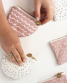 Pink specks leather coin purse from Zana Products PTY LTD on Diy Sewing Projects, Sewing Projects For Beginners, Sewing Tutorials, Sewing Crafts, Sewing Diy, Sewing Patterns Free, Free Sewing, Pochette Diy, Diy Pouch No Zipper