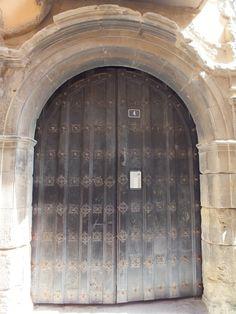 Catedral, blindajes en portón. Tudela, Navarra. Spain.  [By Valentín Enrique].