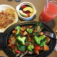 Denny's is known for its Grand Slam breakfast, but it turns out that it hits it out of the park with its vegan options, too! Denny's has vegan options . Vegan Restaurant Options, Vegan Restaurants, Vegetarian Options, Vegan Options, Vegan Snacks, Vegan Recipes, Vegan Meals, Vegan Food, Copykat Recipes