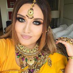 indiyskiy-zvezdi-i-stilisti-onlayn-video