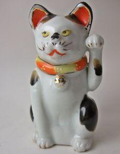 Maneki Neko - Kutani Japanese Porcelain. Late 1800's early 1900's Meiji Era Maneki Neko, Beckoning cat.