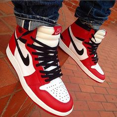 "The Nike Air Jordan 1 High ""Chicago"" is releasing this summer on behalf of Jordan Brand for the anniversary. Jordan Retro 1, Jordan 1, Nike Shoes, Sneakers Nike, Men's Shoes, Baskets, Nike Ad, Nike Retro, Popular Sneakers"