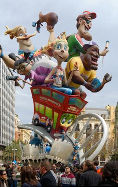 Fallas de Valencia 2015 (March 15 t/m Fireworks + Everything goes in flameee Places To Travel, Places To Visit, Spanish Holidays, Hispanic Culture, Valence, Festivals Around The World, Holiday Places, Europe, Beautiful Sites