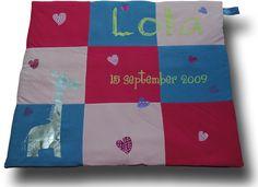 Boxkleed in vlakken met verschillende stof- en opdrukkleuren c.q. -materialen. September, Quilts, Blanket, Seeds, Comforters, Blankets, Patch Quilt, Kilts, Carpet