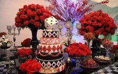 Tema Festa de 15 Anos Las Vegas Las Vegas foi o tema da festa cassino da Isabella Anselmo 80 Birthday Cake, Sweet 16 Birthday, Birthday Parties, Casino Theme Parties, Casino Party, Party Themes, Las Vegas Party, Vegas Theme, Tema Vegas
