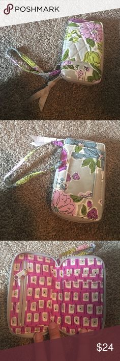 Cute Vera Bradley wristlet NWOT Cute Vera Bradley wristlet never used. Great for your phone and a few cards. Price is negotiable Vera Bradley Bags Clutches & Wristlets