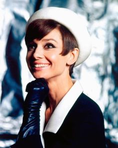 AUDREY HEPBURN AND GIVENCHY – Silver