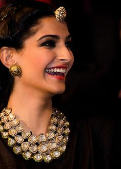 Look gorgeous wearing these beautiful precious Polki Jewellery designs. Check out various Kundan Polki Jewellery, earrings and necklace set wore by celebs. India Jewelry, Ethnic Jewelry, Jewelry Sets, Women's Jewelry, Silver Jewelry, Sonam Kapoor, Indian Wedding Jewelry, Bridal Jewelry, A Boutique