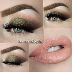 Maquillaje de noche para vestido verde olivo