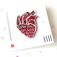 Dřevěná brož RŮŽOVÉ SRDCE / od PaperBoatCreations | Fler.cz Brooch, Hand Painted, Heart, Cards, Accessories, Brooches, Map, Playing Cards, Maps