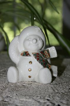 Vintage Holly Snow Lenox China Jewels Snowman Snow People made in the USA circa… Lenox China, Snowman, Porcelain, Jewels, Cabinet, Christmas Ornaments, Usa, Antiques, Holiday Decor